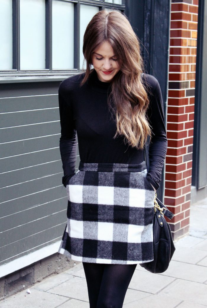 2018 Mini Skirts And Turtlenecks Outfit Ideas (34)