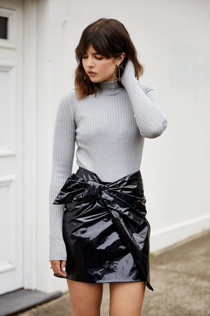 2018 Mini Skirts And Turtlenecks Outfit Ideas (8)