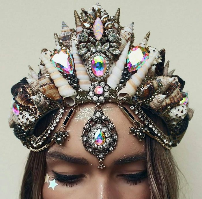 How to Wear Head Crowns on the Streets 2020