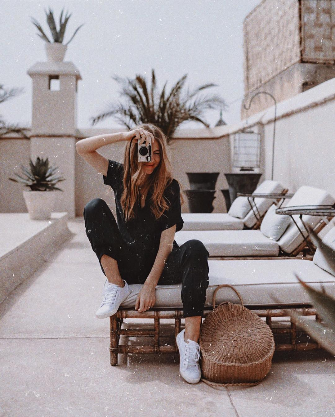 Black T-Shirt, Black Pants And White Sneakers For Summer 2019