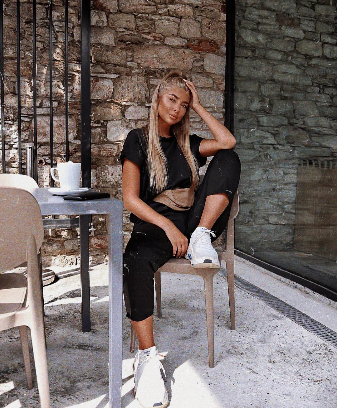 All Black Outfit And White Sneakers For Summer Casual Street Walks 2019