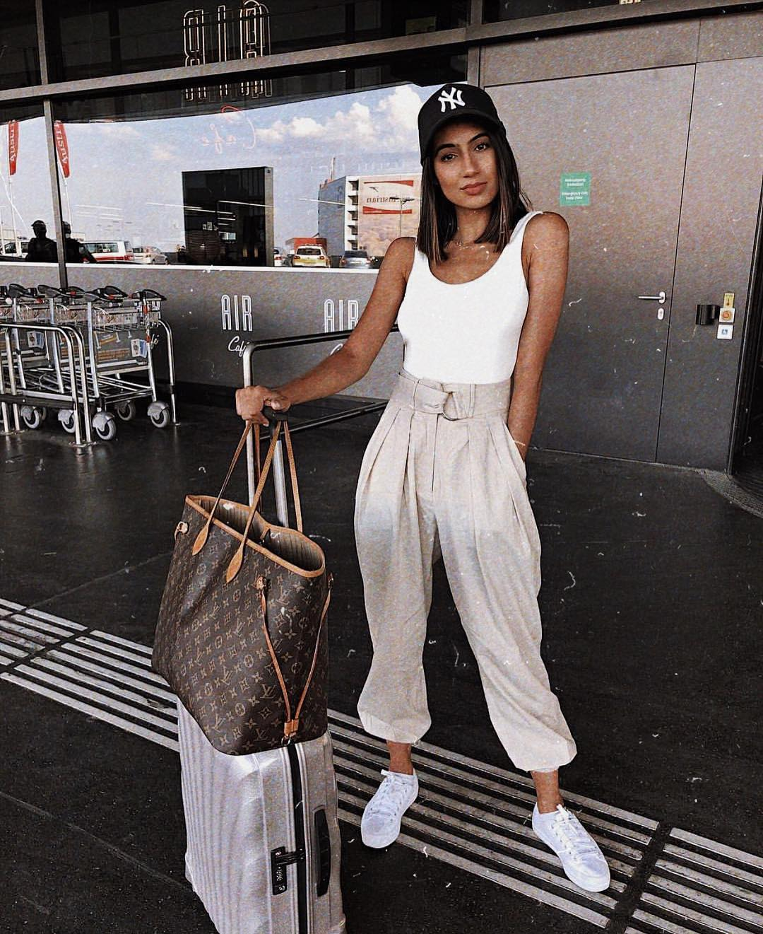 Airport Outfit Idea: White Tank Top And Tailored Joggers In Light Grey With White Sneakers 2020