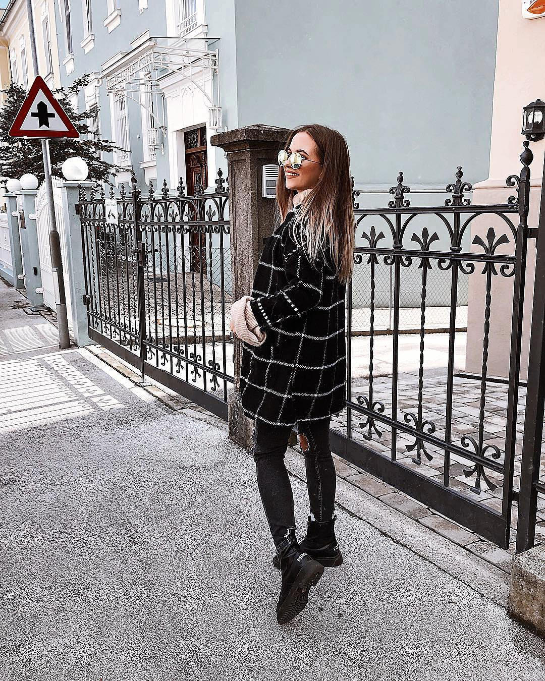Grid Print Coat And Black Ripped Jeans For Fall 2019