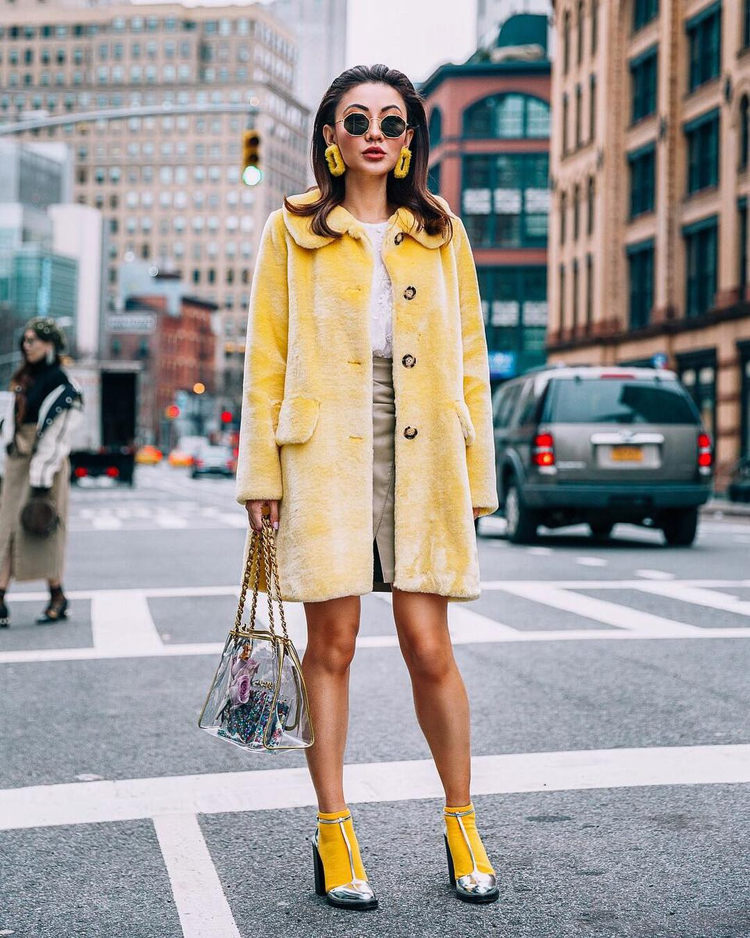 Retro Fall OOTD: Pastel Yellow Fur Coat And Silver Heels With Yellow Socks 2019