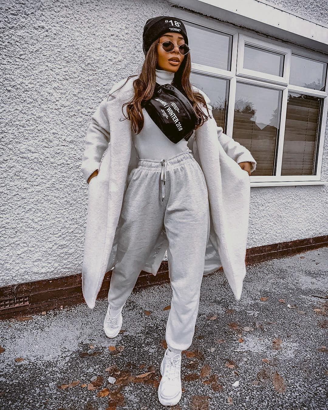 Sporty Monochrome Outfit For Young Women: Oversized Coat, Turtleneck, Joggers And Kicks 2019