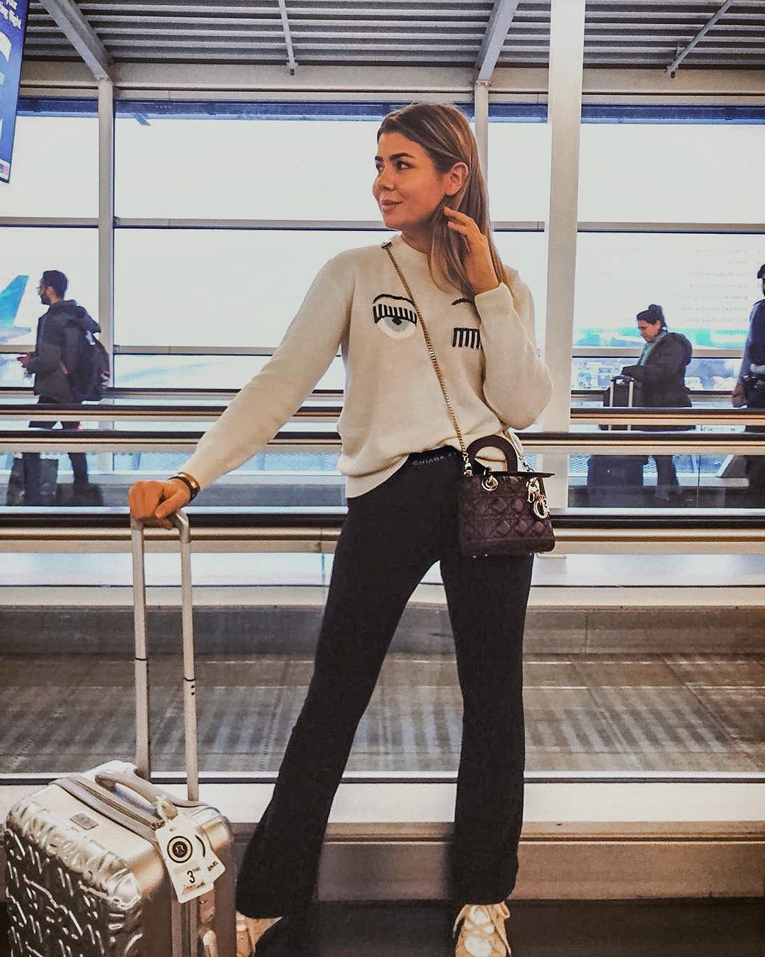 Airport Essentials: Cream Sweater, Black Joggers And Camel Sneakers 2020