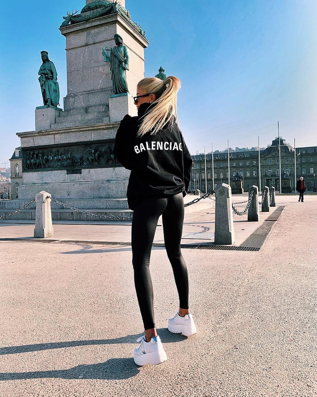 All Black Sporty Outfit With White Sneakers For Spring 2019