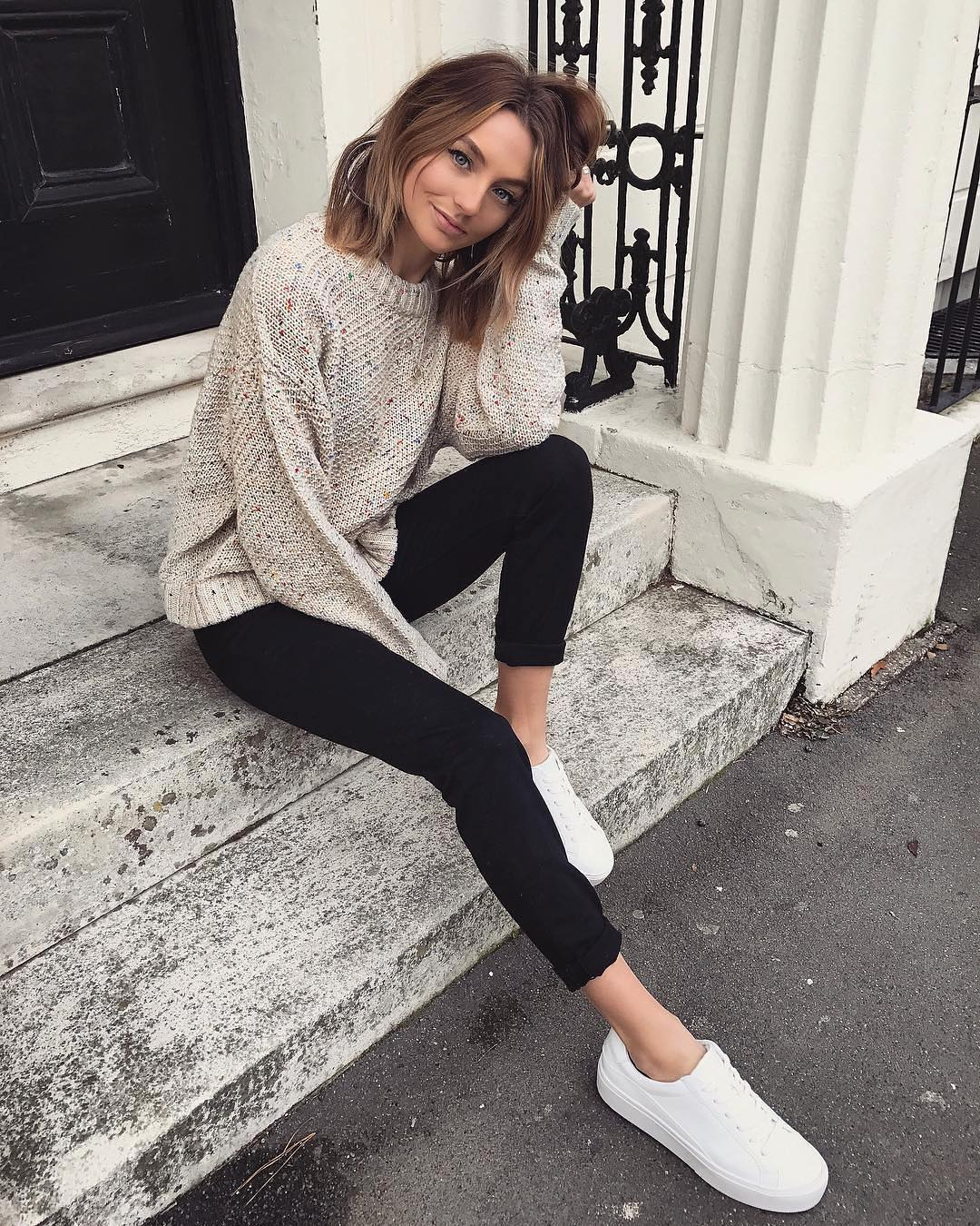 Relaxed Sweater, Slim Pants In Black And White Sneakers: Essentials For Autumn 2019