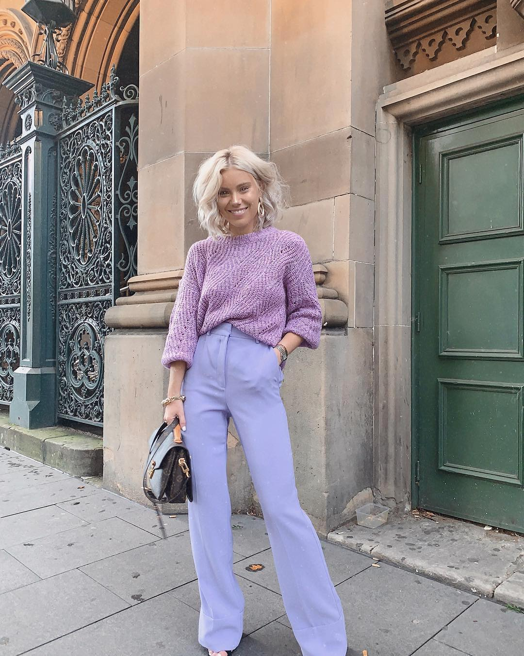 Seventies Are Back: Pastel Sweater And Bootcut Pants 2019