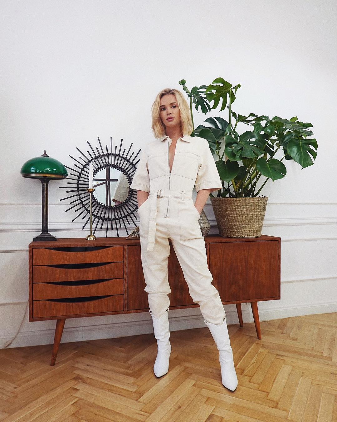 All White Spring Look: White Jumpsuit And Cowboy Boots 2020
